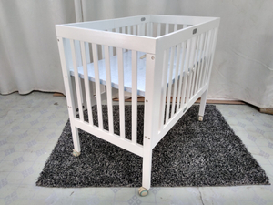 White Foldable Baby Crib in Pine Wood
